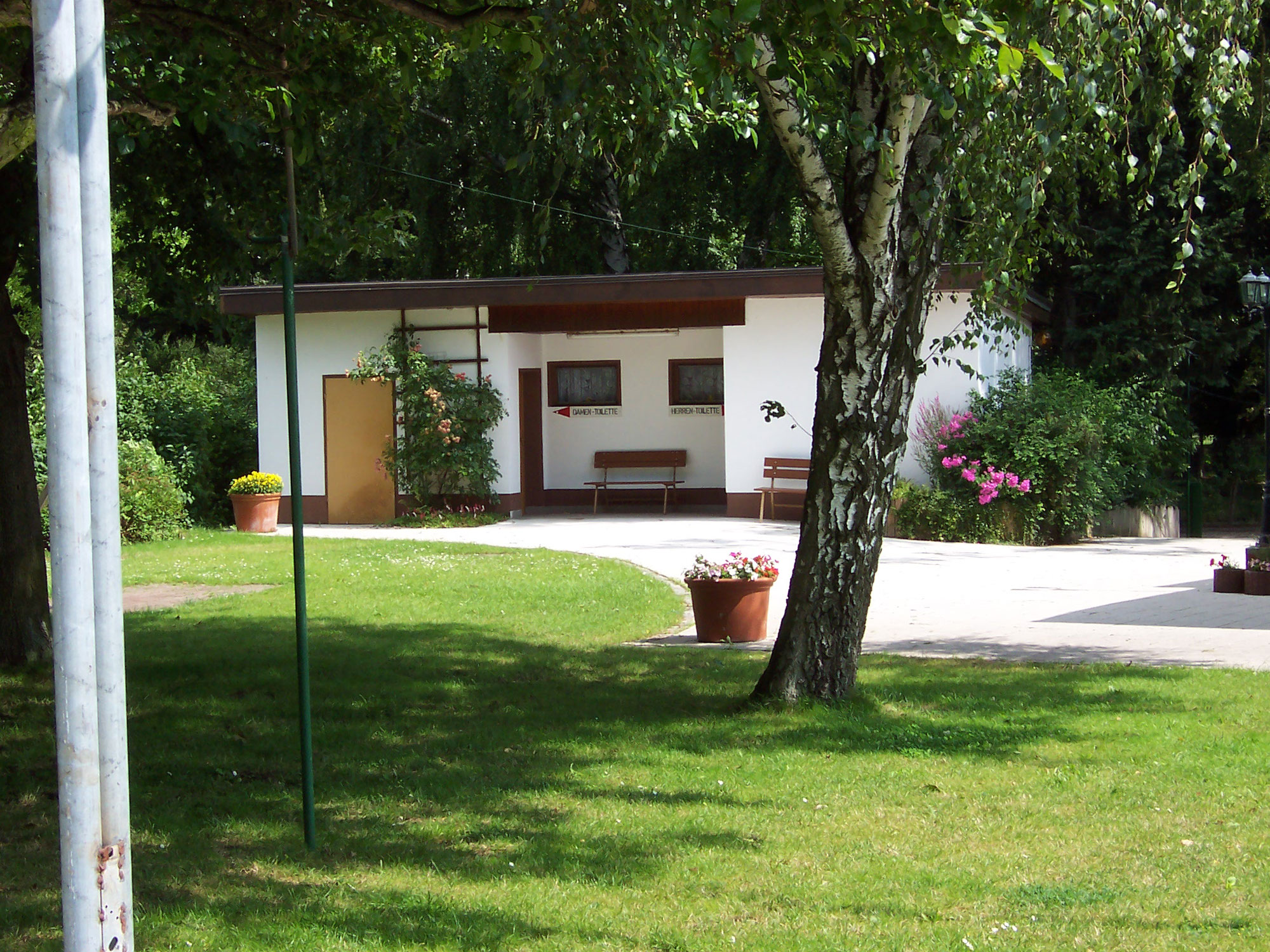 Toilettengebäude am Vereinshaus
